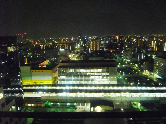リーガロイヤルホテル堺」の18階からの夜景