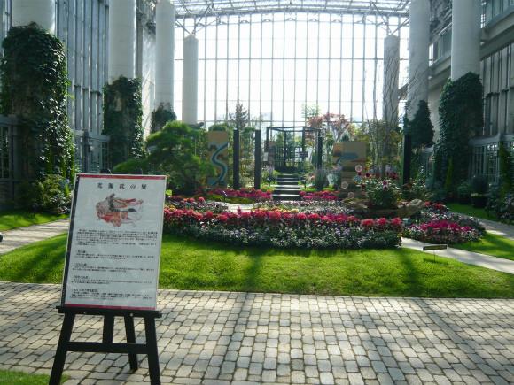 【展示室5:フラワーショーベース 光源氏の庭】