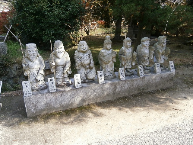 駐車場の七福神